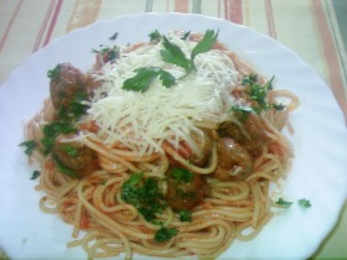 Paradicsomos spagetti húsgombóccal