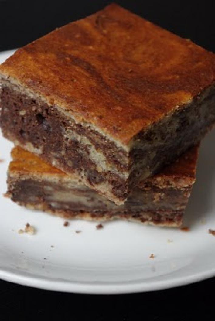 Mogyorós, krémsajtos, márványos brownie