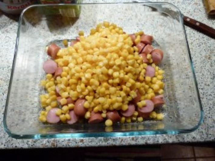 Kukoricás virslisaláta friss uborkával