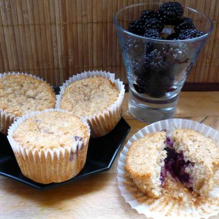 Áfonyás-szedres muffin