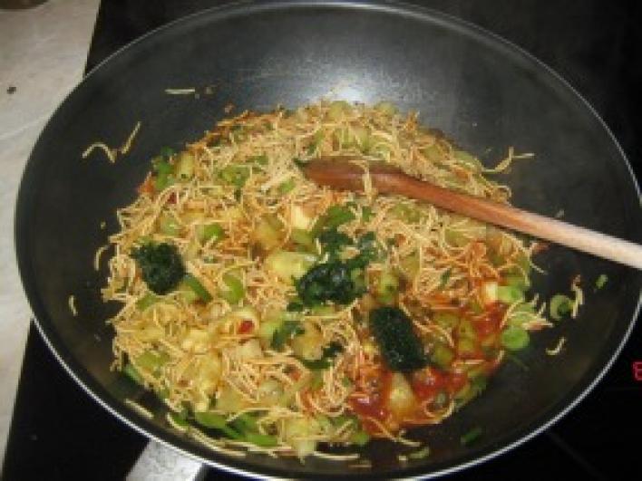 Csirkés thai tészta édesköménnyel