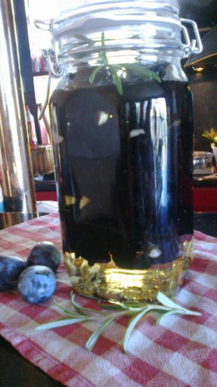 Aszalt szilva befőtt fokhagymás olíva olajban