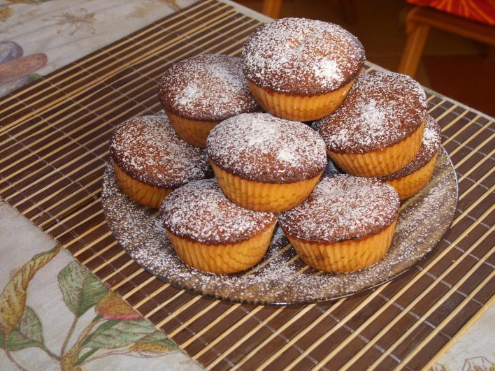 Pudinggal töltött muffin