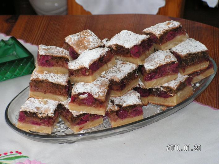 Kati meggyes süteménye