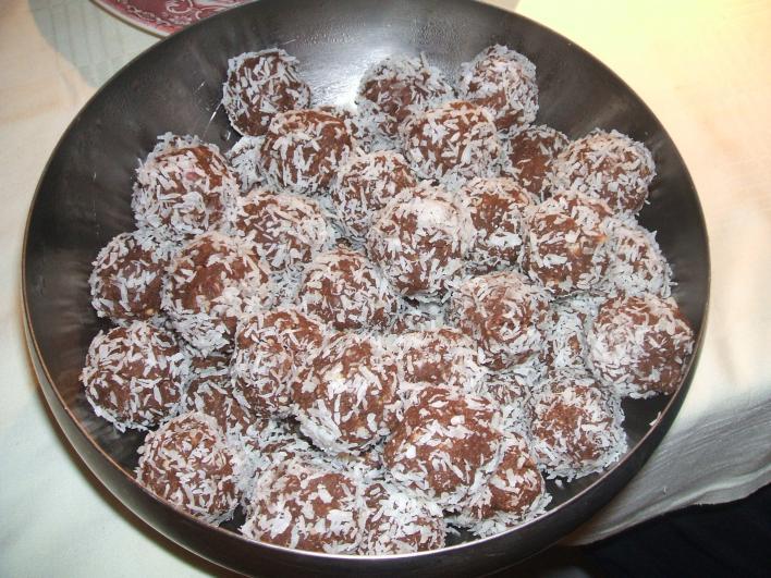 Meggyes-diós kekszgolyó