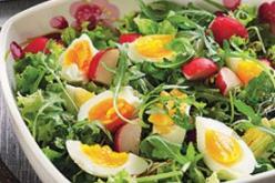 Tavaszi saláta retekkel és tojással