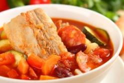 Spanyol kolbászos, zöldséges leves