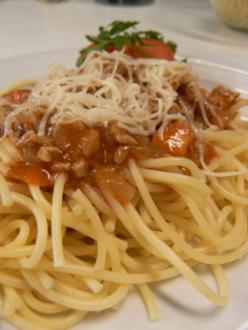 Bolognai spagetti parmezánnal