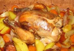 Ropogós sült csirke, vele sült zöldséggel
