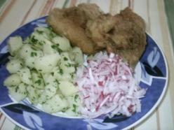 Csirkemájjal töltött csirkeszárny rántva, petrezselymes burgonyával