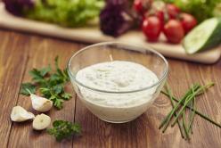 Majonézes, zöldfűszeres salátaöntet