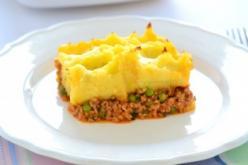 Bolognai zöldborsós marharagu krumplipürével sütve