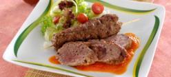 Fűszeres, darált húsos nyársak