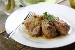 Pikáns marhahús tekercsek