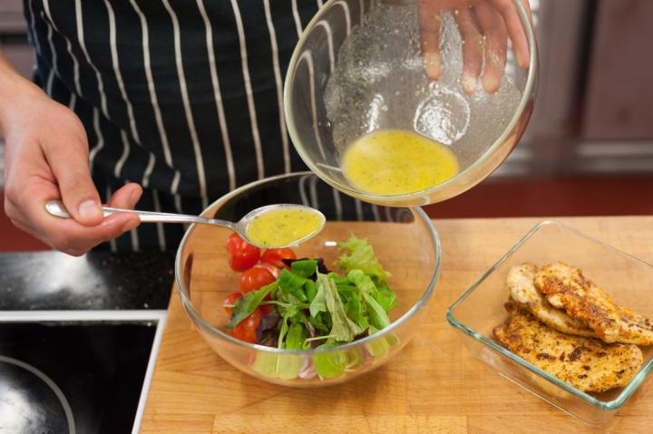 Saláta grillezett csirkével és rebarbarával elkészítés 3. lépés képe
