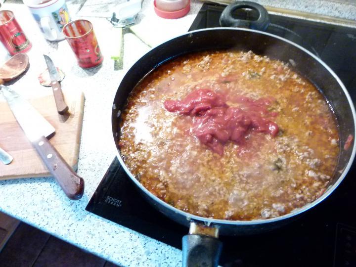 Bolognai húsos rakott spagetti elkészítés 5. lépés képe