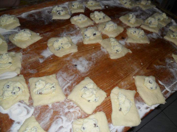 Túrós batyu muffin formában elkészítés 5. lépés képe