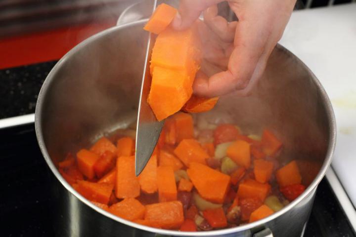 Sütőtök krémleves ouzoval és édesköménnyel elkészítés 3. lépés képe