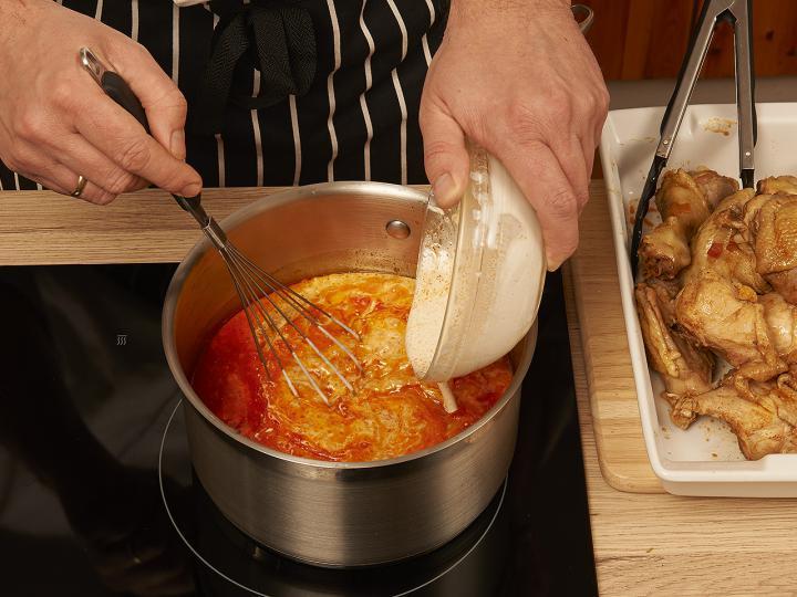 Csirkepaprikás elkészítés 8. lépés képe