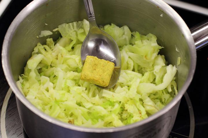 Spanyol kelkáposzta saláta elkészítés 1. lépés képe