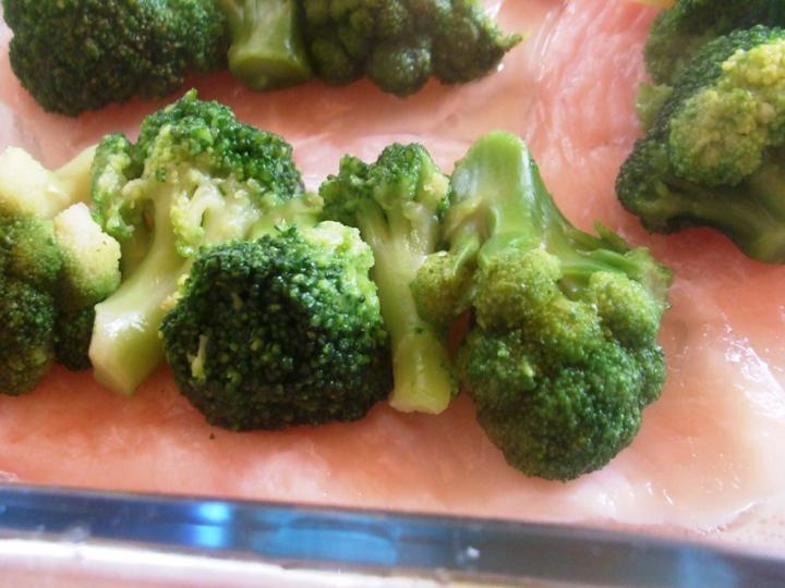 Brokkolis csirkemell elkészítés 2. lépés képe