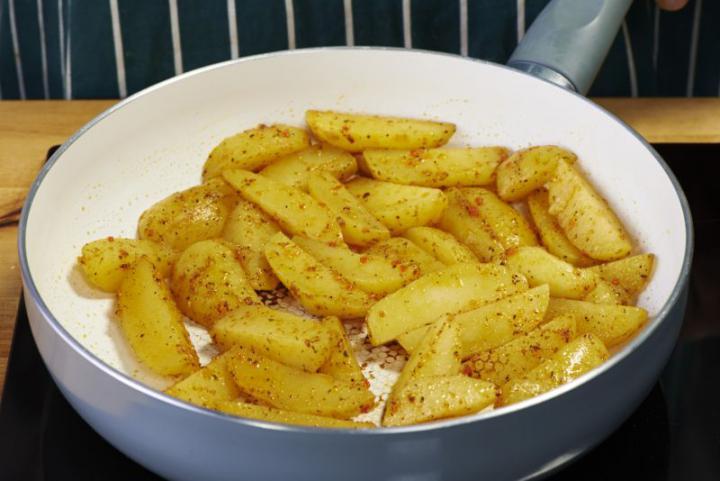 Saláta burgonyával és spárgával elkészítés 2. lépés képe