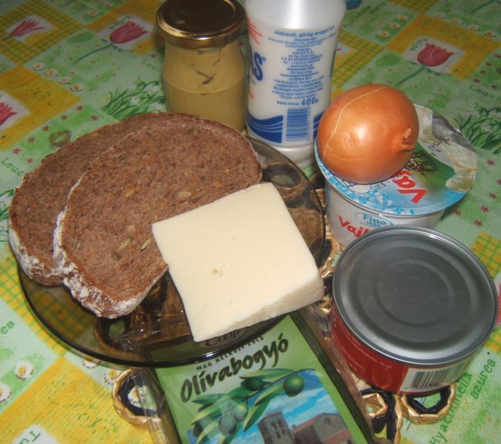 Tonhalas melegszendvics elkészítés 1. lépés képe
