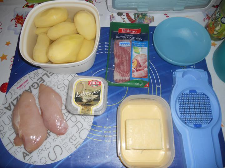 Baconbe csavart sajtos csirkemell elkészítés 1. lépés képe