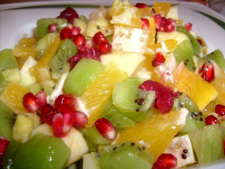 Gránátalmás gyümölcssaláta elkészítés 3. lépés képe