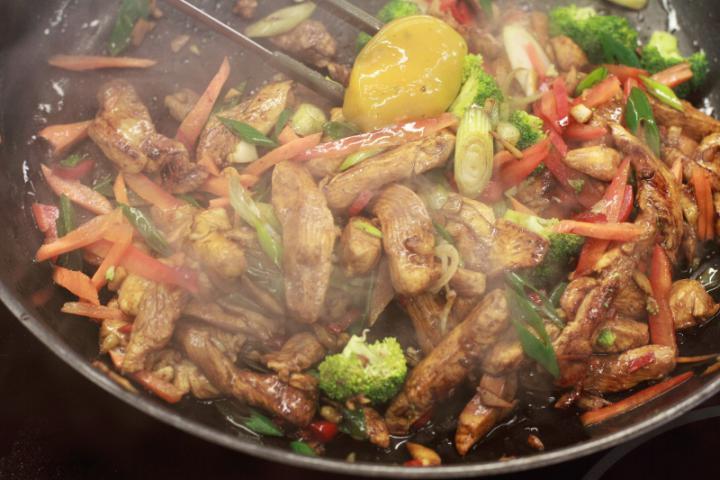 Csirkehúsos soba tészta elkészítés 4. lépés képe
