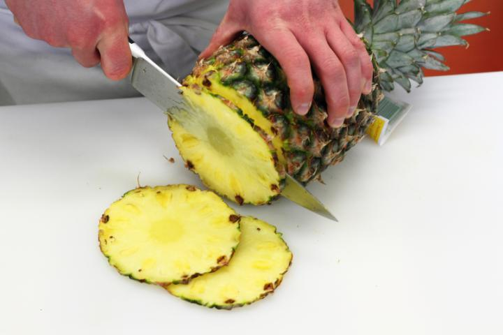 Csípős ananász saláta, sonkával, rizzsel és kukoricával elkészítés 2. lépés képe