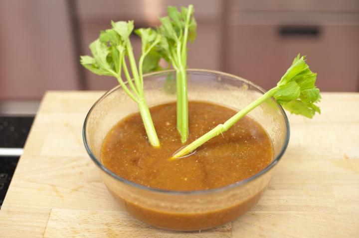 Spanyol hideg zöldséges paradicsom leves elkészítés 4. lépés képe
