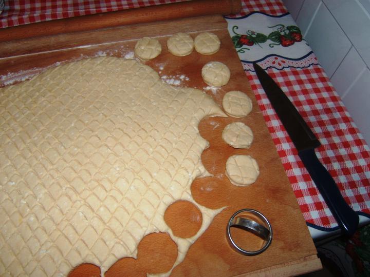 Túrós pogácsa elkészítés 5. lépés képe