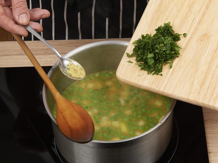 Zöldségleves elkészítés 6. lépés képe