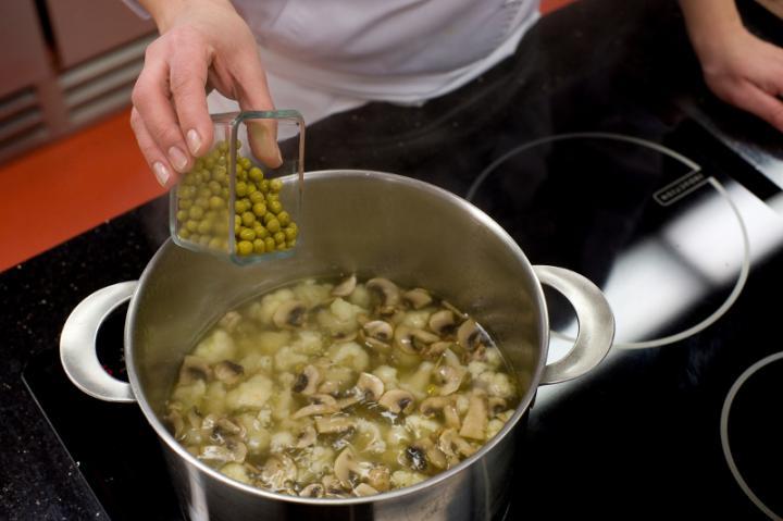 Gombás karfiol leves elkészítés 3. lépés képe