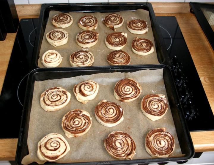 Ropogós kakaós csiga elkészítés 7. lépés képe