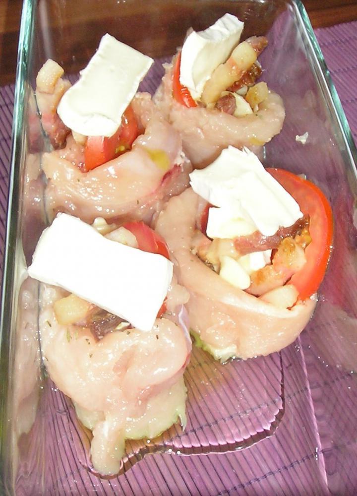 Csirkemell rózsák brokkoliszósszal és újhagymás törtkrumplival elkészítés 1. lépés képe