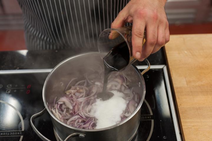 Dupla burger kék sajttal és lilahagyma lekvárral elkészítés 1. lépés képe