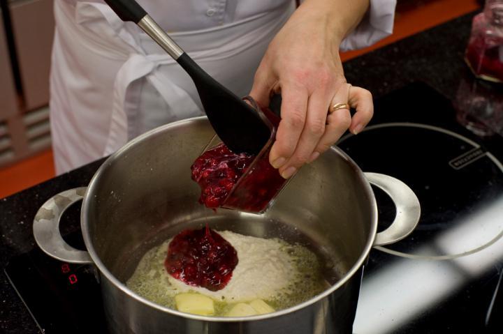 Pikáns tormás áfonya leves elkészítés 2. lépés képe