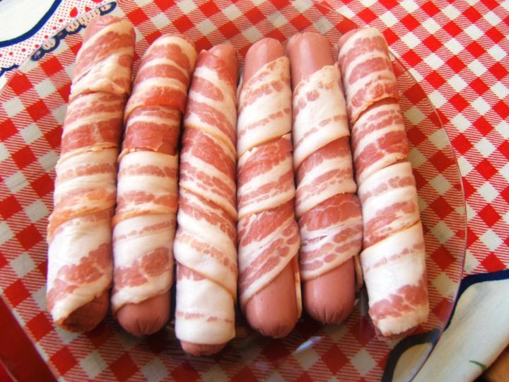 Lencsefőzelék baconbe tekert virslivel elkészítés 4. lépés képe