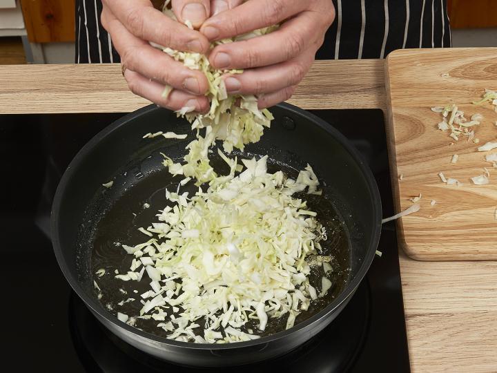 Káposztás tészta sósan elkészítés 3. lépés képe