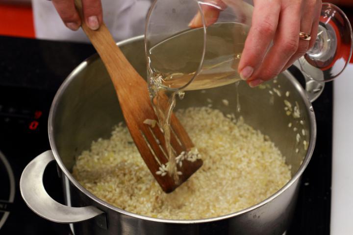 Sáfrányos risotto elkészítés 3. lépés képe