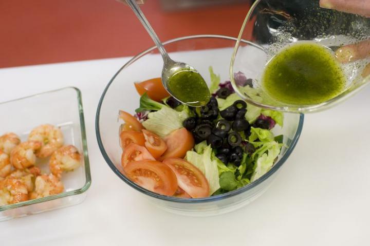 Garnéla saláta elkészítés 5. lépés képe