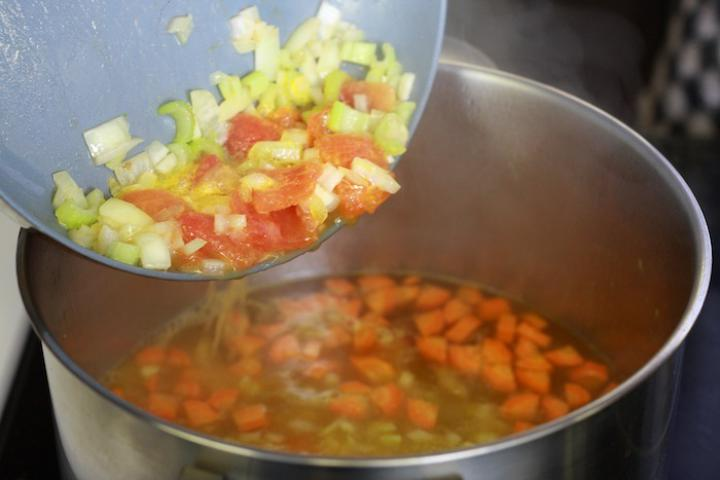 Zöldséges paradicsomleves narancs ízzel. elkészítés 5. lépés képe