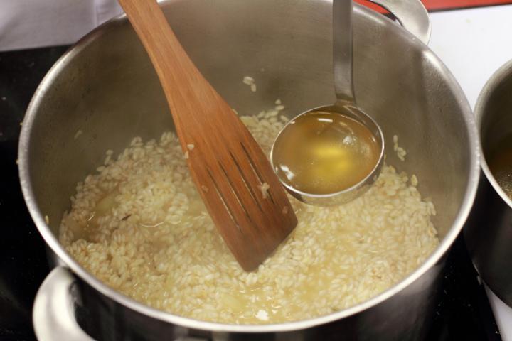 Borsós-sajtos rizottó elkészítés 5. lépés képe