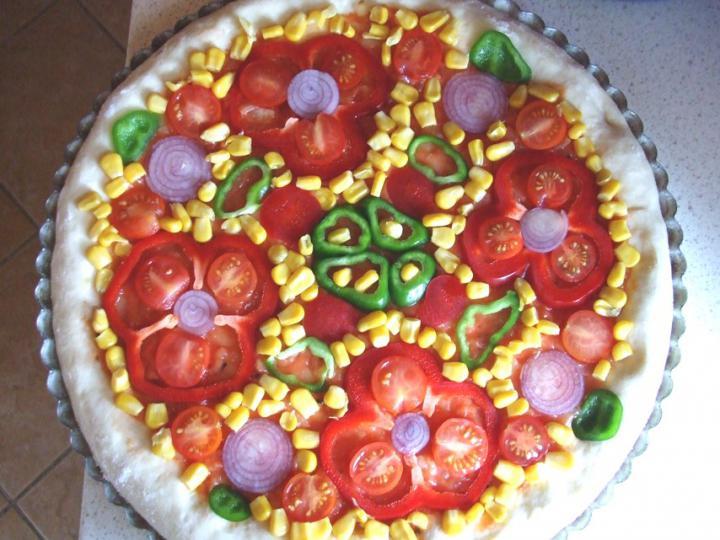 Mozzarellás vega pizza elkészítés 6. lépés képe