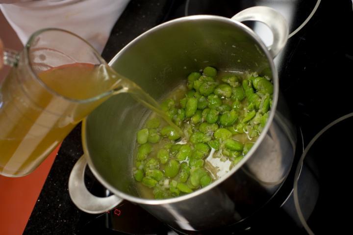 Lóbab leves mentával elkészítés 5. lépés képe