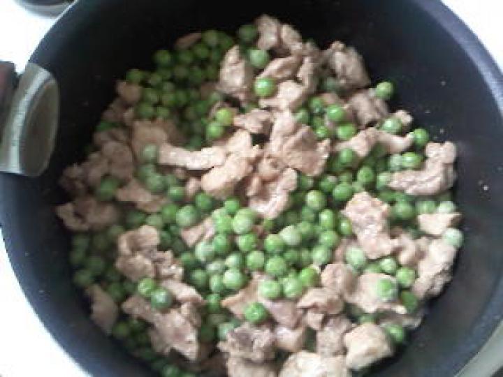 Csirkefelfújt zöldborsóval elkészítés 2. lépés képe