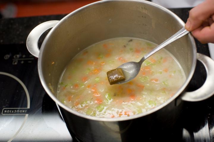 Sörös sajtos zöldséges leves elkészítés 2. lépés képe
