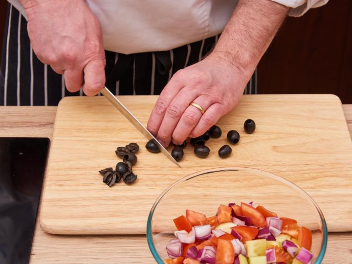 Görög saláta elkészítés 2. lépés képe